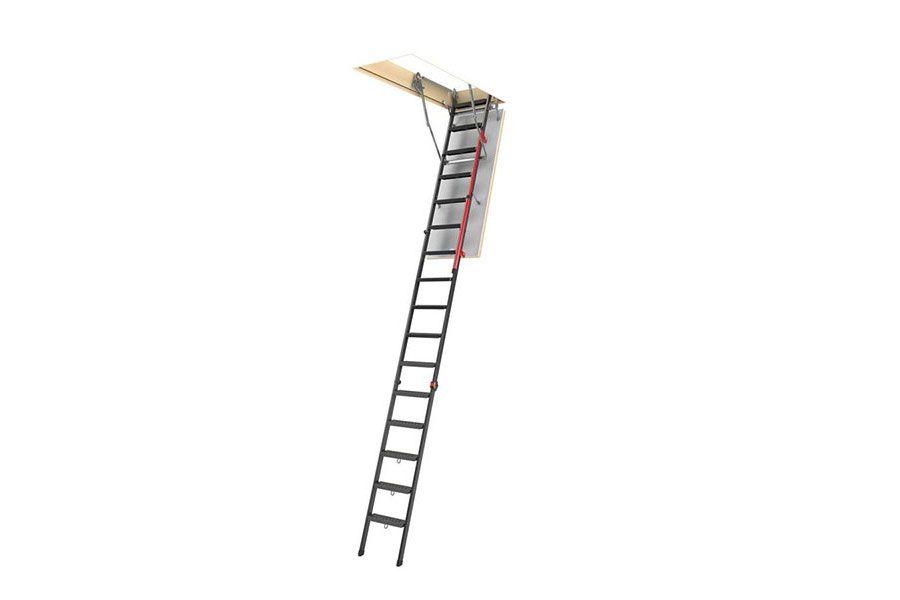 Escalera escamoteable metálica con pasamanos, plegable por tramos, con gran altura y peldaños cómodos
