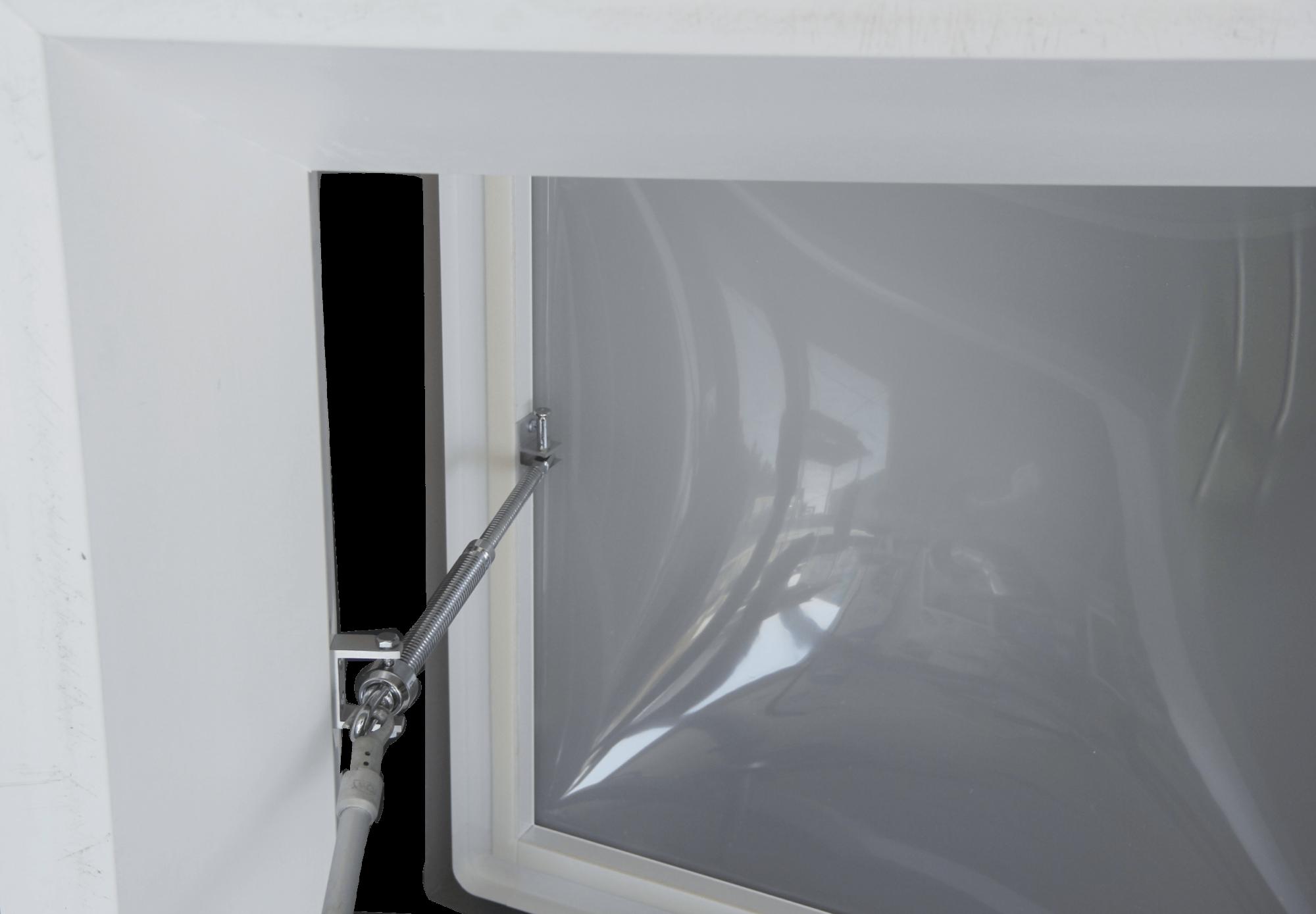 Claraboya de apertura manual para ventilación natural de la vivienda con husillo y manivela